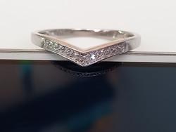 Ezüst gyűrű pici gyémánt kövekkel