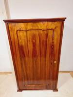 Bécsi (biedermeier?) polcos szekrény