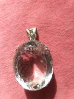 Gyünyörű csiszolású köves medál