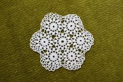 Horgolt csipke kézimunka lakástextil dekoráció kis méretű terítő asztalközép 8 cm