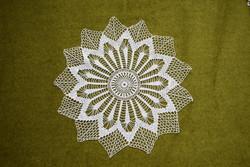 Horgolt csipke kézimunka lakástextil dekoráció kis méretű terítő asztalközép nipp alátét 29 cm