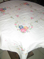 Csodálatos apró keresztszemmel hímzett toledós rózsás terítő