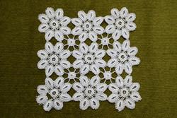 Horgolt csipke kézimunka lakástextil dekoráció kis méretű terítő asztalközép nipp alátét 17,5 cm