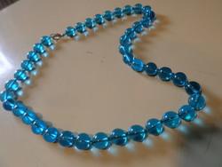 51 cm-es , kék üveggyöngyökből álló , szép nyaklánc .