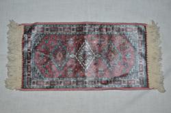 Mini silk rug