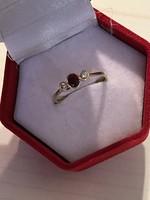 Nagyon szép 14kr aranygyűrű szép  brillekkel diszitve eladó!Ara:52.000.-