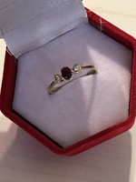 Very beautiful 14kr gold ring decorated with beautiful glasses for sale Price: 52.000.-