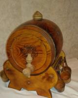 Hordó formájú italkínáló, 6 db pohártartóval /fából készült/