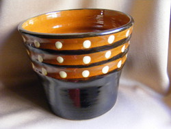 Peppered cereal in a potted ceramic pot