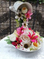 Lebegő virágos csésze dekoráció-asztaldísz