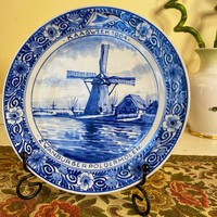 Richly decorated medium delft faience plate