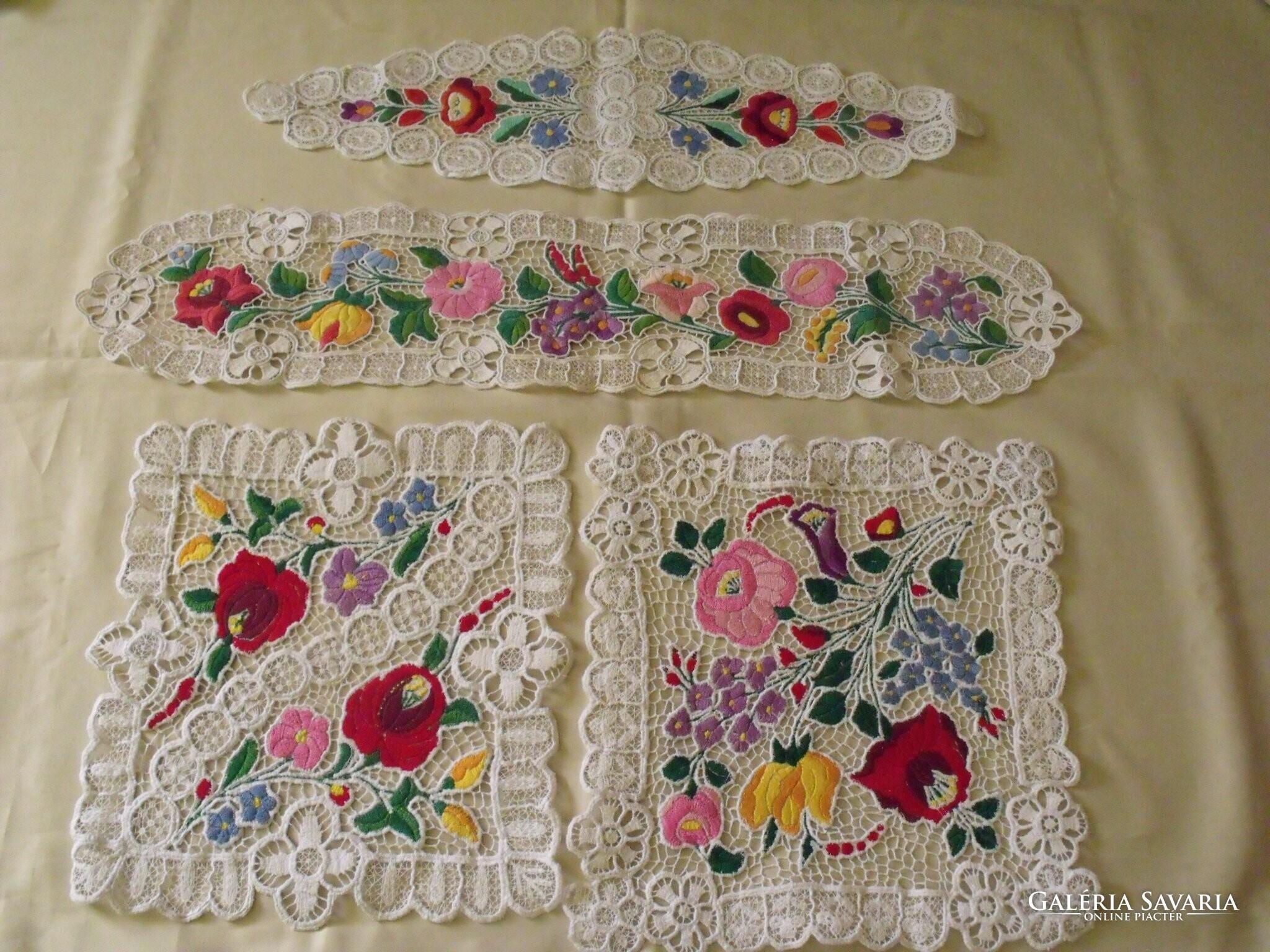 f4dc716eb0 Kalocsai Riselt hímzett terítők - Szőnyeg, Textil   Galéria Savaria ...