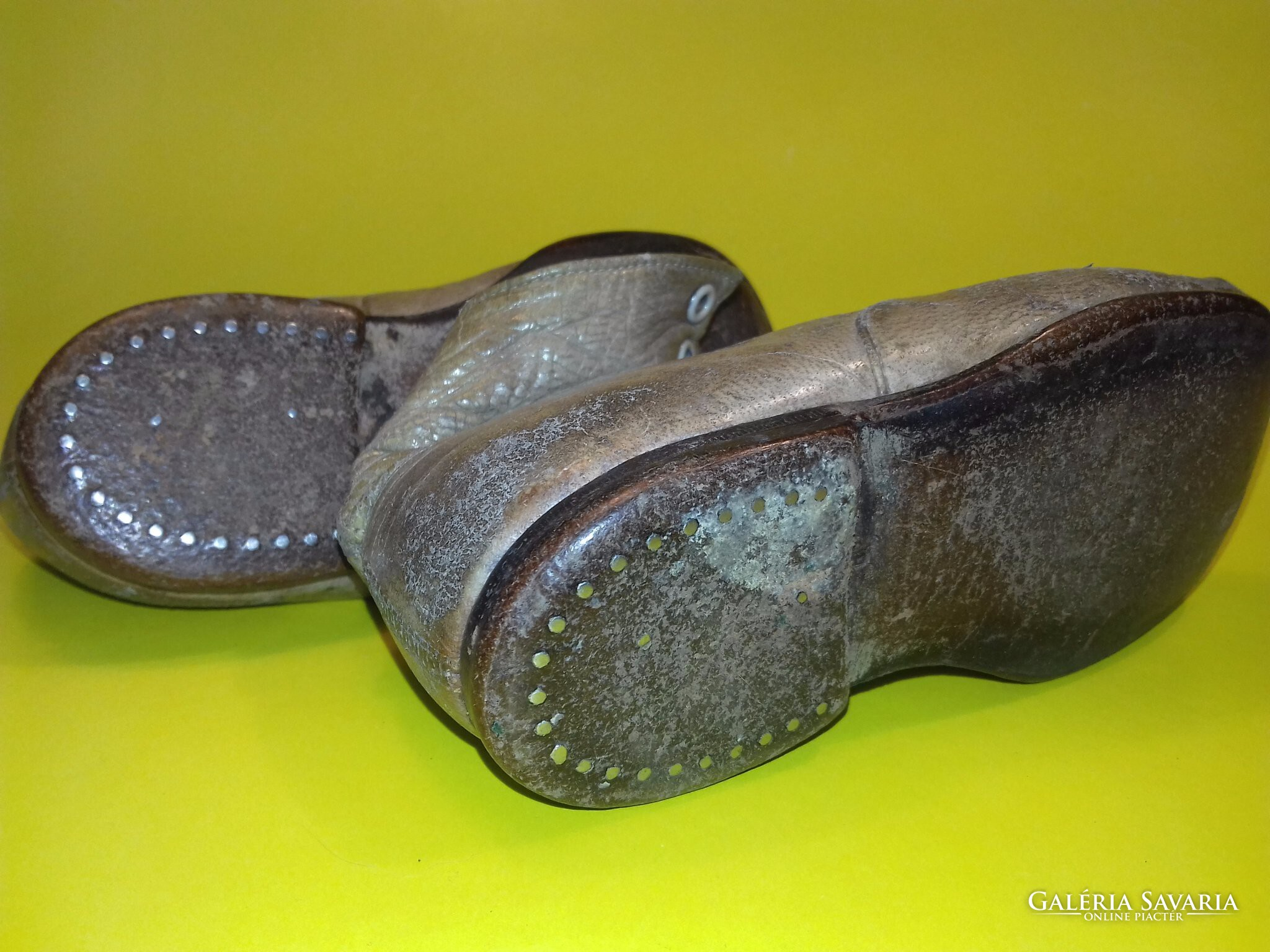 Antik kis cipő 1 pár + fél pár ajándék Gardrób | Galéria