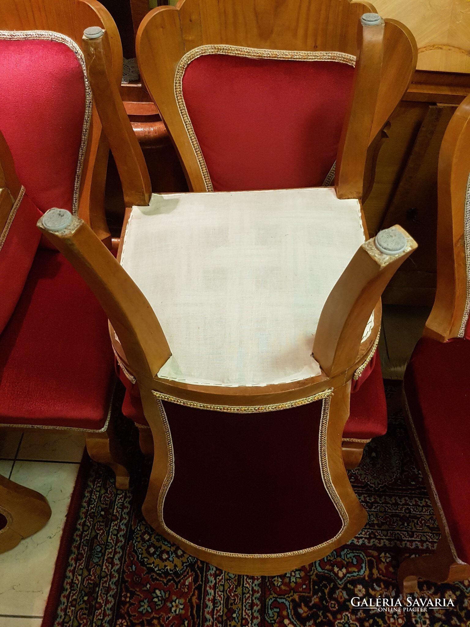 Segítség, eltört a szék!   businessvonal.hu